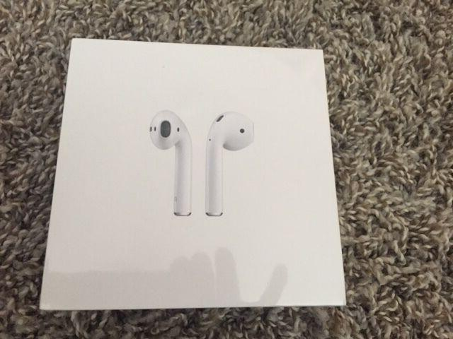 new airpods white in ear official air